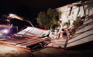 Denizli'de çatıları uçuran fırtına, mahalleyi karanlığa gömdü