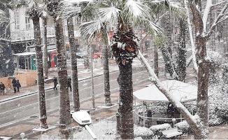 Denizli genelinde etkisini sürdüren kar yağışı memnuniyetle karşılandı