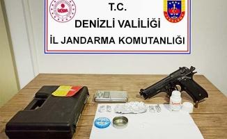 Jandarma uyuşturucu tacirine  geçit vermedi