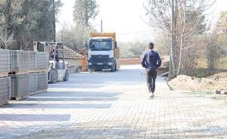 Kavakbaşı Mahallesi'nde toprak sokaklar kilit parke taşı ile kaplandı