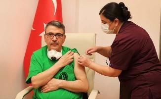 PAÜ Hastanelerinde ilk Covid-19 aşısını Rektör Kutluhan oldu