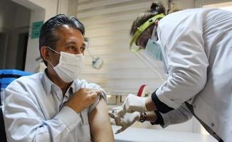 Sarayköy'de ilk Coronavac aşısı Dr. Hakan Çabuk'a yapıldı