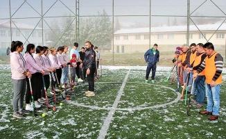 Türkiye birinciliği için her türlü hava şartında velileri ile antrenman yapıyorlar