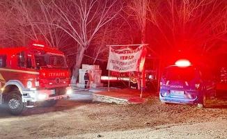 Kapalı restoranda ısınmak için yakılan soba patladı: 3 ölü