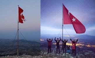 1840 metre yükseklikte Türk bayrağını değiştirdiler