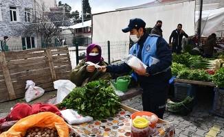 Buldan'da ekipler pazarcı esnafını denetledi, hijyen kurallarını hatırlattı