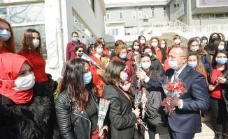 Vali Atik, kadın personellerin Dünya Kadınlar Günü'nü kutladı