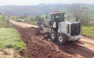 Kocaeli İzmit'te yıllardır bakımsız köy yolu iyileştiriliyor