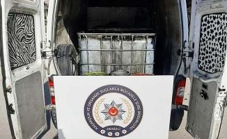 Litrelerce kaçak alkol ve akaryakıtı satamadan yakalandı