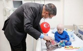Rektör Kutluhan 23 Nisan'da çocuklara moral oldu