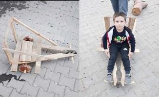 Yaptığı oyuncak ilgi gördü, mahalledeki çocuklar da istedi