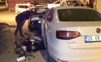 Gaz teli takılı kalan otomobil 3 araca çarparak durabildi