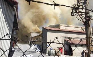 İplik fabrikasında çıkan yangında 4 işçi dumandan etkilendi