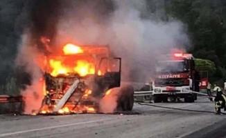 Alev alan kamyon bomba gibi patladı