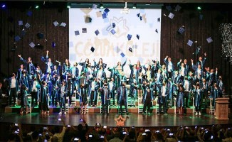 Denizli Çözüm Kolejinin mezuniyet coşkusu