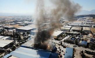 Fabrika yangını 8 saat sonra söndürüldü