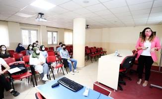 Gençlik Meclisi'nden diksiyon, sunuculuk ve spikerlik eğitimi