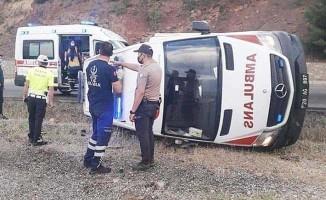 Hasta taşıyan ambulans kaza yaptı; 4 yaralı