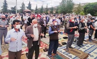 """""""Taktiri Allah'tan desteği Devlet'ten bekliyoruz"""" deyip yağmur duasına çıktılar"""
