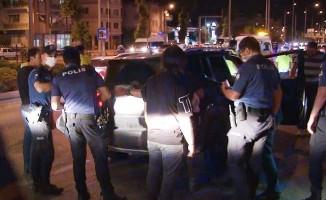 Trafikte kendisini uyaran otomobile 16 el ateş etti: 1 yaralı
