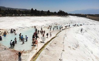 Beyaz cennet bayram tatilinde yerli ve yabancı turistlerin akınına uğradı