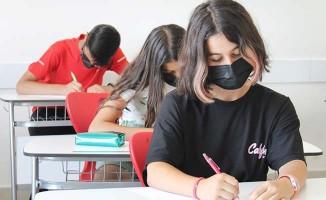 Denizli Çözüm Koleji öğrencilerinden kahraman sağlık çalışanlarına mektup