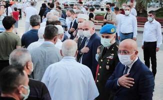 Denizli'de geleneksel bayramlaşma pandemi kurallarına göre yapıldı
