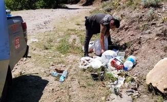 Duyarsız piknikçilerin çöplerini orman ekipleri topladı
