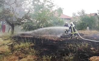 İtfaiyeciler ziyareti yarıda bırakıp yangına koştu