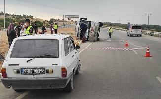 Otomobil ile çarpışan midibüs yan yattı: 3 yaralı