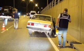 Pompalı tüfekle saldırıya uğrayan otomobil kaza yaptı; 1 yaralı