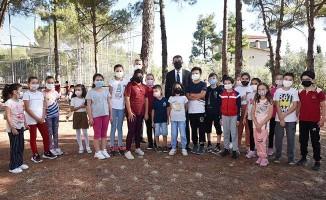 Milli Eğitim Müdürü Ekici, yüz yüze eğitimin başladığı okullarda öğrencilerle buluştu