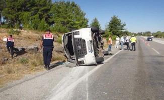 Ukraynalı turistleri Denizli'ye getiren tur otobüsü öğrenci servisine çarptı:1 ölü, 49 yaralı