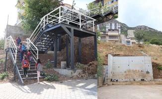 Ulaşım sorunu yaşanan iki sokağa merdivenli çözüm