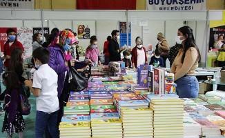 4. Kitap Fuarı yoğun bir katılımla devam ediyor