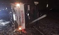 Öğrencileri taşıyan midibüs devrildi: 13 yaralı