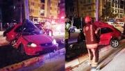 Aydınlatma direğine çarpan sürücüyü, sıkıştığı yerden itfaiye ekipleri kurtardı