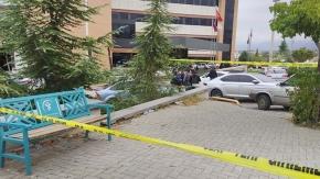 Doktora hastane önünde bıçaklı saldırı