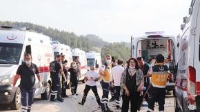 Lösemili öğrencileri taşıyan midibüs kaza yaptı; 4'ü ağır 25 yaralı