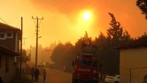 Buldan'da ki yangında alevler köyün etrafını sardı