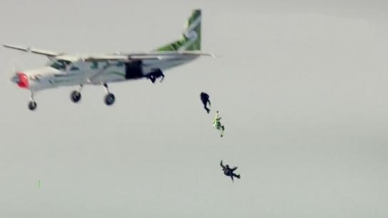 7620 metreden paraşütsüz atlayış